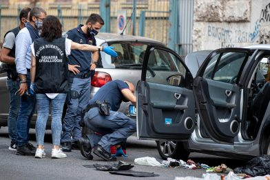 Roma, disinnescato ordigno artigianale trovato in un'auto