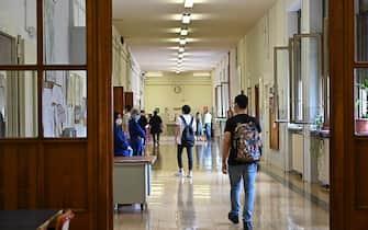 Inizio degli esami di maturità 2021 presso l'istituto Sommeiller, Torino, 16 giugno 2021. ANSA/ ALESSANDRO DI MARCO