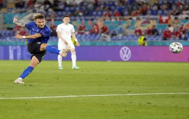 epa09278314 Ciro Immobile of Italy scores his team's third goal during the UEFA EURO 2020 group A preliminary round soccer match between Italy and Switzerland in Rome, Italy, 16 June 2021.  EPA/Alessandra Tarantino / POOL (RESTRICTIONS: For editorial news reporting purposes only. Images must appear as still images and must not emulate match action video footage. Photographs published in online publications shall have an interval of at least 20 seconds between the posting.)