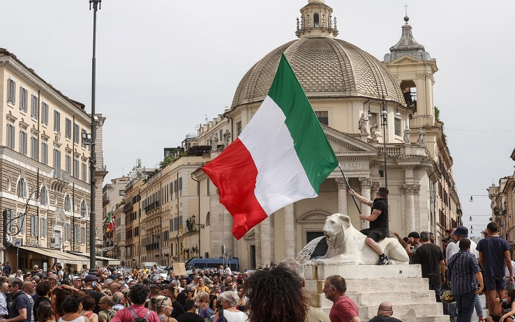 No Green pass supporters during a demonstration in Piazza del Popolo, in Rome, Italy, 27 July 2021. ANSA/GIUSEPPE LAMI