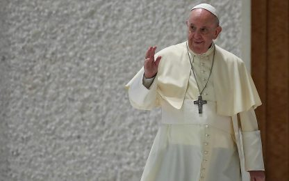 """Covid, Papa Francesco: """"Date i vaccini, condonate i debiti"""""""