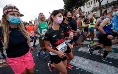 Maratona Roma, 7.500 partecipanti: al via anche Virginia Raggi