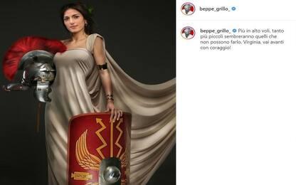 """Elezioni, Grillo posta foto Raggi gladiatrice: """"Avanti con coraggio"""""""