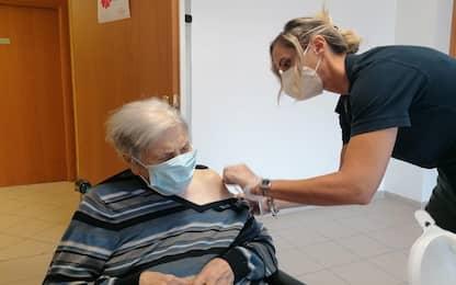 Ultracentenaria vaccinata a Rieti con terza dose: al via campagna rsa