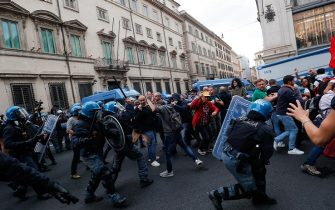 """A moment of the clashes between the Police and the """"No Green Pass"""" protesters in the center of Rome, Italy, 09 October 2021. ANSA/GIUSEPPE LAMI"""