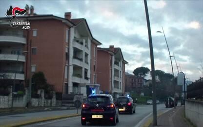 Roma, molesta due minorenni sull'autobus: arrestato 38enne