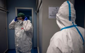 ROME, ITALY - APRIL 1: Italian army doctors dress in protective suits before entering the intensive care at Celio Military Polyclinic Hospital (Policlinico Militare Celio), spoke of COVID 1 Spallanzani Hospital, during the Coronavirus emergency, on April 1, 2020, in Rome, Italy. The Italian government continues to enforce the nationwide lockdown measures to control the spread of COVID-19. (Photo by Antonio Masiello/Getty Images)