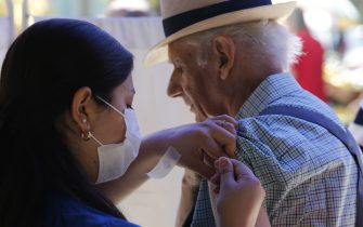 SANTIAGO, CHILE - MARCH 17: A nurse vaccinates a seniors against influenza to avoid cross-infection with coronavirus on March 17, 2020 in Santiago, Chile. Earlier today, Health minister Jaime Mañalich informed there are 181 positive cases of COVID-19 in the country. According to WHO, Chile is the second country with more cases after Brazil. National Government had announced entry restrictions for its ports, airports and international crossings. (Photo by Marcelo Hernandez/Getty Images)