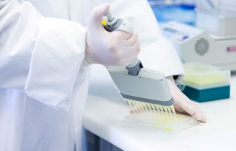WELLINGTON, NEW ZEALAND - AUGUST 27: A lab technician fills a 96 well plate with antibody tests during a visit to the Malaghan Institute of Medical Research at Victoria University on August 27, 2020 in Wellington, New Zealand. Prime Minister Jacinda Ardern announced that the Government has allocated hundreds of millions of dollars of extra funding from the COVID-19 Response and Recovery Fund, to access a safe and effective COVID-19 vaccine as soon as it becomes available. The funding will enable the Government to secure access to promising vaccine candidates, alongside joining initiatives such as the global COVAX Facility. The Malaghan Institute will help lead efforts to secure a COVID-19 vaccine for New Zealand as part of the newly established Vaccine Alliance Aotearoa New Zealand. (Photo by Hagen Hopkins - Pool/Getty Images)