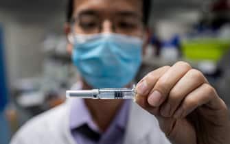 piano vaccini tempistiche paesi mondo