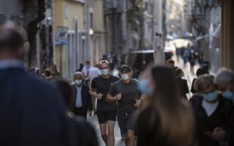 ROME, ITALY - OCTOBER 07: People wearing protective masks walk at Via Condotti amid Covid-19 pandemic, on October 07, 2020 in Rome, Italy. Today Italian Prime Minister Giuseppe Conte set an order to make the wearing of face masks in outdoor spaces mandatory due to the increase of Covid-19 cases in Italy. Today there has been an increase in new COVID-19 cases in Italy with the number rising to 3678 for the first time in months. (Photo by Antonio Masiello/Getty Images)