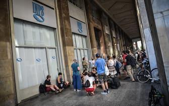 Un momento della tre giorni di presidio davanti all INPS indetto dal Coordinamento Lavoratori dello Spettacolo Lombardia, Milano, 8 luglio 2020.  Ansa/Matteo Corner