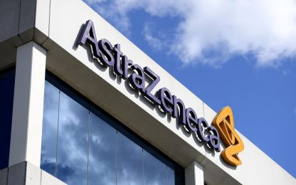 """AstraZeneca, """"L'Ue si prepara a vie legali per i tagli alle forniture"""""""