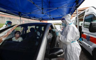 Health workers wearing overalls and protective masks perform swab tests at the 'Casa della Salute' of the ASL Roma 1 health facilities in the Labaro district, in Rome, Italy, 7 October 2020. ANSA/GIUSEPPE LAMI
