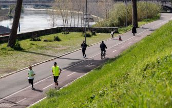 People doing exercise on a bike path in Ponte Milvio district during the coronavirus emergency lockdown, Rome, Italy, 21 March 2020. The number of deaths from the pandemic COVID-19 disease caused by the SARS CoV-2 coronavirus in Italy has now surpassed the death toll for all of China, where the outbreak originated. Countries around the world are taking increased measures to prevent the wide spread of the Coronavirus. ANSA/RICCARDO ANTIMIANI