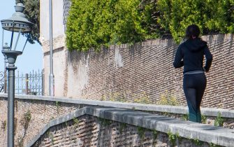A runner outside Villa Borghese public park during the Coronavirus emergency, Rome, Italy, 23 March 2020.    MAURIZIO BRAMBATTI/ANSA