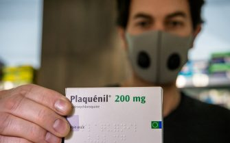 (200528) -- PARIS, May 28, 2020 (Xinhua) -- A pharmacist displays a box of Plaquenil (hydroxychloroquine) at a drugstore in Paris, France, April 29, 2020. France on Wednesday banned the use of malaria drug hydroxychloroquine to treat patients suffering severe forms of COVID-19, the disease caused by the novel coronavirus. (Photo by Aurelien Morissard/Xinhua) (Photo by Xinhua/Sipa USA) (PARIS - 2020-04-29, Xinhua / IPA) p.s. la foto e' utilizzabile nel rispetto del contesto in cui e' stata scattata, e senza intento diffamatorio del decoro delle persone rappresentate