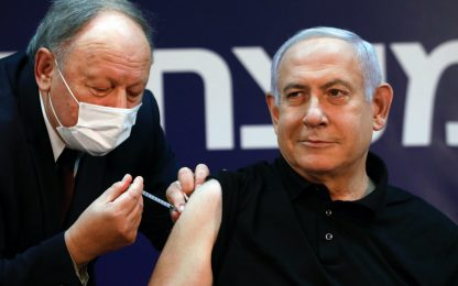 Israele, il primo a vaccinarsi contro il Covid è il premier Netanyahu