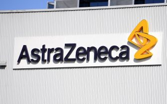 epa08968561 (FILE) - A view of the logo at biopharmaceutical company AstraZeneca headquarters in Sydney, Australia, 19 August 2020 (reissued 27 January 2021). AstraZeneca has rejected EU's criticism of its vaccine rollout process, after the company had announced delays in delivering the agreed doses to the bloc.  EPA/DAN HIMBRECHTS AUSTRALIA AND NEW ZEALAND OUT *** Local Caption *** 56556600