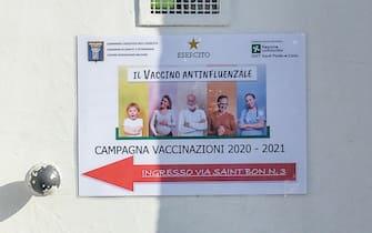 La distribuzioe di vaccini antinfluenzali Ospedale Militare di Baggio,  Milano, 8 Novembre, 2020.  ANSA/Andrea Fasani