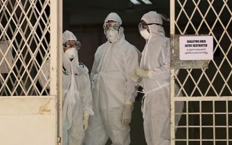 epa07623735 Medical staff wearing full protective suits stand at the entrance to the isolated ward of the Ernakulam Government Medical College in Kochi, Kerala, India, 04 June 2019. A 23-year-old college student was confirmed in Kerala to have been infected with Nipah virus, the state health minister said on the day. Nipah virus, which spreads through fruit bats, was confirmed by the Kerala government health department and some 86 people, who came in contact with the infected patient, are said to be under surveillance. There is no vaccine to prevent Nipah virus.  EPA/PRAKASH ELAMAKKARA