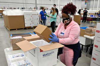epa09045099 An employee with the McKesson Corporation packs a box of the Johnson and Johnson COVID vaccine into a cooler for shipping from their facility in Shepherdsville, Kentucky, USA, 01 March 2021 US Food and Drug Administration (FDA) on 27 February approved Johnson & Johnson single dose coronavirus vaccine, of which 3.9 doses will be distributed all over US.  EPA/TIMOTHY D. EASLEY / POOL
