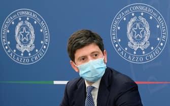 Il ministro della Salute, Roberto Speranza, nel corso della conferenza stampa di aggiornamento sulla campagna vaccinale e sull'andamento epidemiologico presso la sala Polifunzionale della Presidenza del Consiglio. Roma, 11 giugno 2021. ANSA/CLAUDIO PERI - POOL