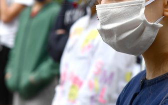 Ragazzi indossano mascherine anti-Covid