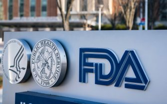 epa08876432 (FILE) - The United States Food and Drug Administration (FDA) headquarters in Silver Spring, Maryland, USA, 10 December 2020 (Reissued 10 December 2020). An FDA advisory panel recommended that the agency authorize Pfizer's coronavirus vaccine. The Covid-19 vaccine, known by the working name BNT162b2, is being developed by Pfizer and BioNTech.  EPA/JIM LO SCALZO