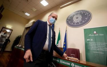 Nicola Magrini direttore generale di AIFA, durante la conferenza stampa al ministero della Salute dopo le dichiarazioni dell'Ema a Roma, 19 marzo 2021 ANSA/MASSIMO PERCOSSI
