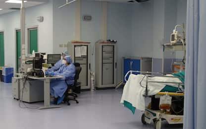 Coronavirus, Agenas: 50% dei posti letto occupati da pazienti Covid