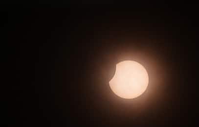 Un'eclissi solare anulare saluta l'inizio dell'estate 2020