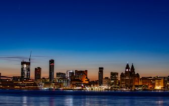 Comet C/2020 F3 Neowise in the early morning sky over Liverpool's waterfront. (Peter Byrne / IPA/Fotogramma, Liverpool - 2020-07-12) p.s. la foto e' utilizzabile nel rispetto del contesto in cui e' stata scattata, e senza intento diffamatorio del decoro delle persone rappresentate