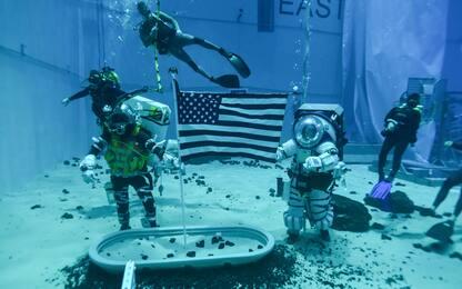 Nasa, astronauti si preparano sott'acqua per le nuove missioni lunari