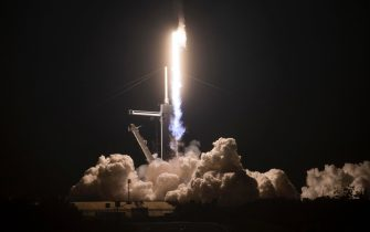 epa08823305 epa08823295 A handout photo made available by NASA shows a SpaceX Falcon 9 rocket carrying the company's Crew Dragon spacecraft launching for NASA's SpaceX Crew-1 mission, to the International Space Station, in Cape Canaveral, Flordia, USA, 15 November 2020. Onboard is NASA astronauts Mike Hopkins, Victor Glover, Shannon Walker and Japan Aerospace Exploration Agency astronaut Soichi Noguchi.  EPA/Joel Kowsky / HANDOUT MANDATORY CREDIT: NASA/Joel Kowsky HANDOUT EDITORIAL USE ONLY/NO SALES  EPA-EFE/Aubrey Gemignani / HANDOUT MANDATORY CREDIT: NASA/Aubrey Gemignani HANDOUT EDITORIAL USE ONLY/NO SALES HANDOUT EDITORIAL USE ONLY/NO SALES