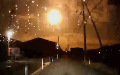 """Giappone, una """"palla di fuoco"""" illumina il cielo nella notte. VIDEO"""
