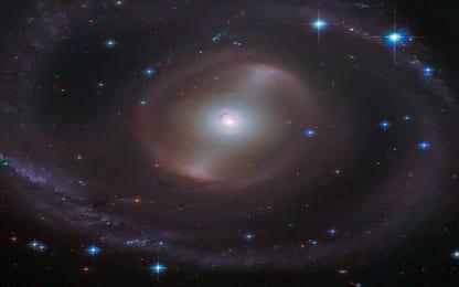 Da Hubble la splendida immagine della galassia NGC 2217. FOTO