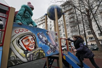 epa08008387 Children play at a playground decorated with pictures of Yuri Gagarin, the first cosmonaut of the USSR in Moscow, Russia, 19 November 2019.  EPA/YURI KOCHETKOV