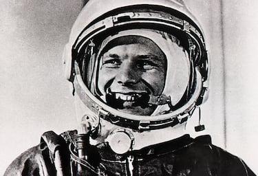 Yuri Gagarin con la tuta spaziale.
