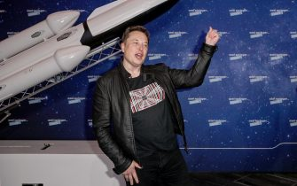 epa08855601 SpaceX owner and Tesla CEO Elon Musk arrives on the red carpet for the Axel Springer award, in Berlin, Germany, 01 December 2020.  EPA/BRITTA PEDERSEN / POOL