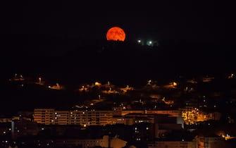 Luna blu in Spagna