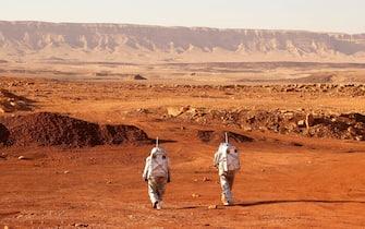 Un momento della simulazione di una missione su Marte nel deserto del Negev, in Israele