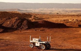 Rover durante una simulazione di una missione su Marte, in Israele