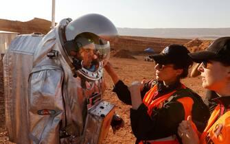 I partecipanti alla simulazione di una missione su Marte nel deserto del Negev