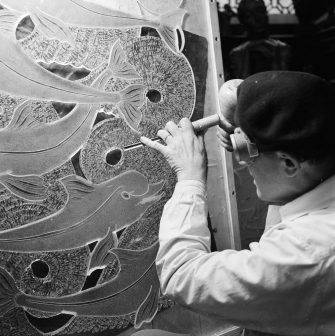 1st November 1956:  Bratislav-born Australian artist Dr Arthur J Fleischmann creates a sculpture with a marine theme out of perspex. His works have been exhibited all over the world, and his current favourite medium has proved especially popular with shipping companies.  (Photo by Bert Brown/BIPs/Getty Images)