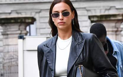 Irina Shayk sfoggia il look perfetto per l'autunno 2020