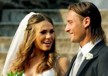 AS Roma captain Francesco Totti (R) smiles to his wife Italian TV star Hilary Blasi leave the church after their wedding 19 June 2005 in Rome.  AFP PHOTO/VINCENZO PINTO        (Photo credit should read VINCENZO PINTO/AFP/Getty Images)