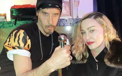 Madonna fotografata senza mascherina a una festa: polemiche