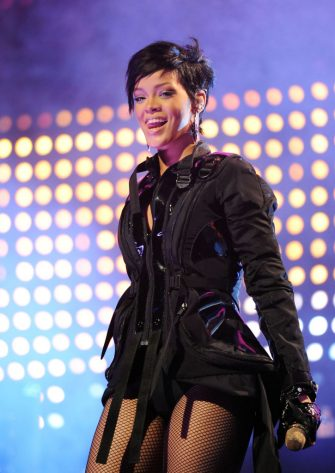 TAMPA, FL - JANUARY 29:  Singer Rihanna performs at Pepsi Smash Super Bowl Bash presented by VH1 at Ford Amphitheatre on January 29, 2009 in Tampa, Florida  (Photo by Kevin Mazur/WireImage)
