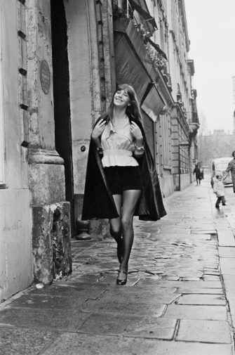 British-French actress Jane Birkin, wearing velvet shorts by Vicky Tiel, UK, 30th January 1971. (Photo by M. McKeown/Daily Express/Getty Images)